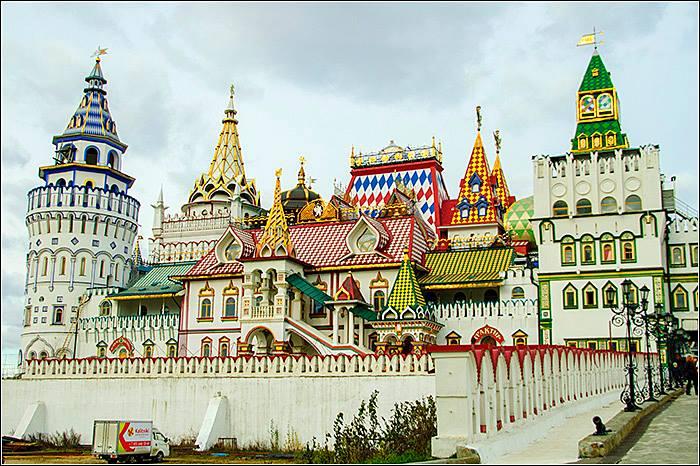 Встреча с устроителями пяти персональных выставок художников галереи «Арт-Гнездо» в Измайловском Кремле 22-го сентября 2015г.